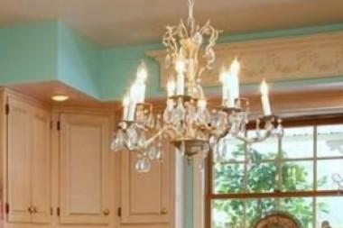 Shabby chic lusteri – najlepši detalj Vašeg doma