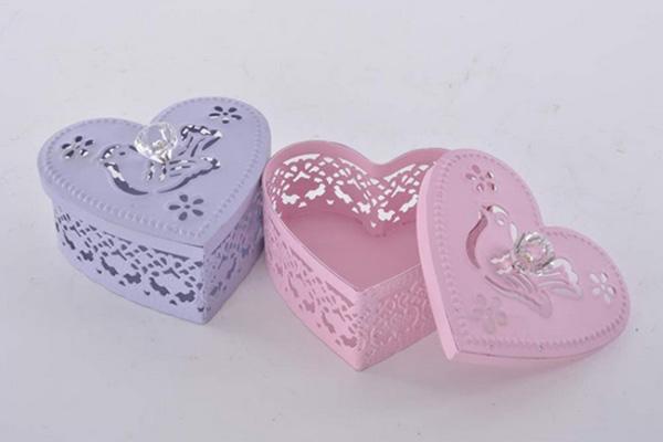 Metalna kutija za nakit u obliku srca