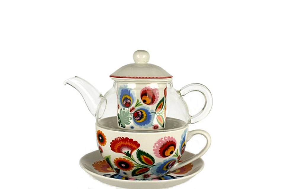 čajnik sa šoljom boje