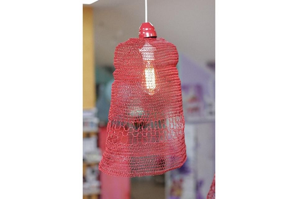 Luster od pletene žice/crveni/36x20x45cm