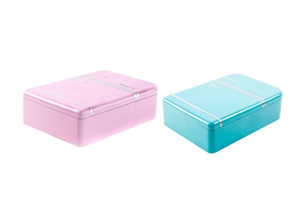 Metalna kutija roze i plava/frižider