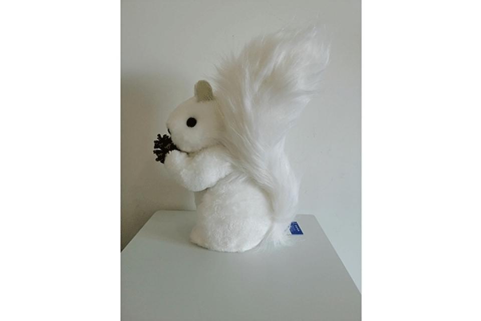 Novogodišnja figura bela veverica