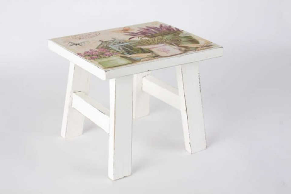 Stalak za cveće stolice sa lavandama