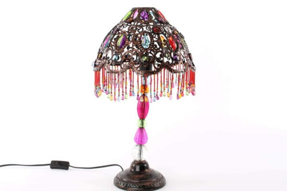 Stona lampa bakarna sa šarenim perlicama i kamencicima